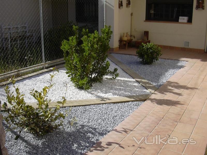 Decorar jardines con ladrillos buscar con google jardi for Jardines pequenos con ladrillos