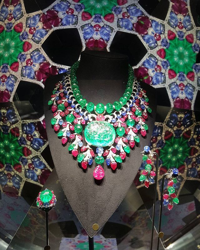 "CARTIER. ""Rajasthan"" Necklace - platinum, one 136,97-carat emerald from Colombia, emeralds, rubies, sapphires, brilliant-cut diamonds. #Cartier #CartierMagicien #HauteJoaillerie #FineJewelry #CarvedStones #TuttiFrutti #Emeralds #Rubies #Sapphires #Diamonds"