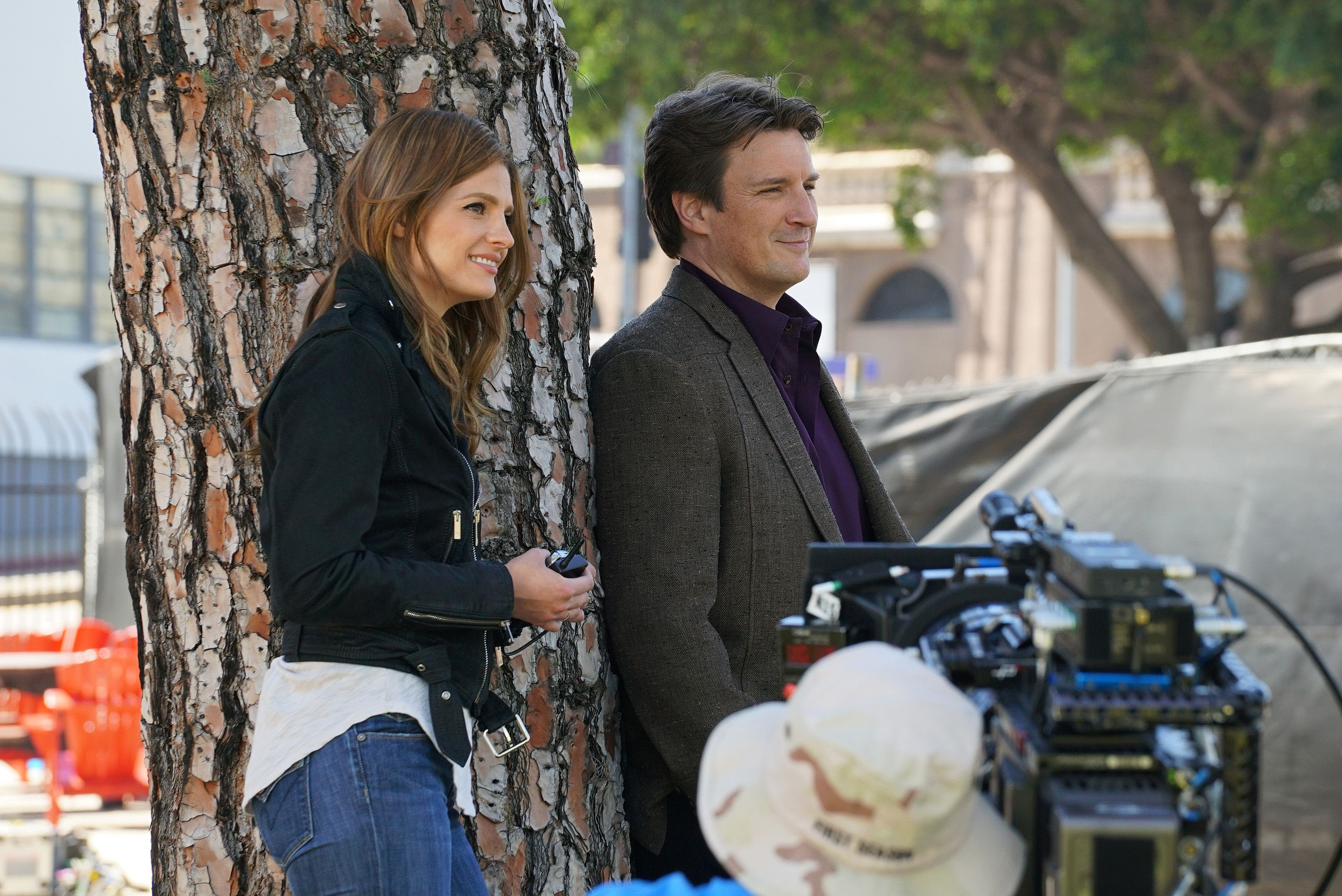 "CASTLE - 8x22 ""Crossfire"" - BTS Stana and Nathan #castle #stanakatic #nathanfillion"