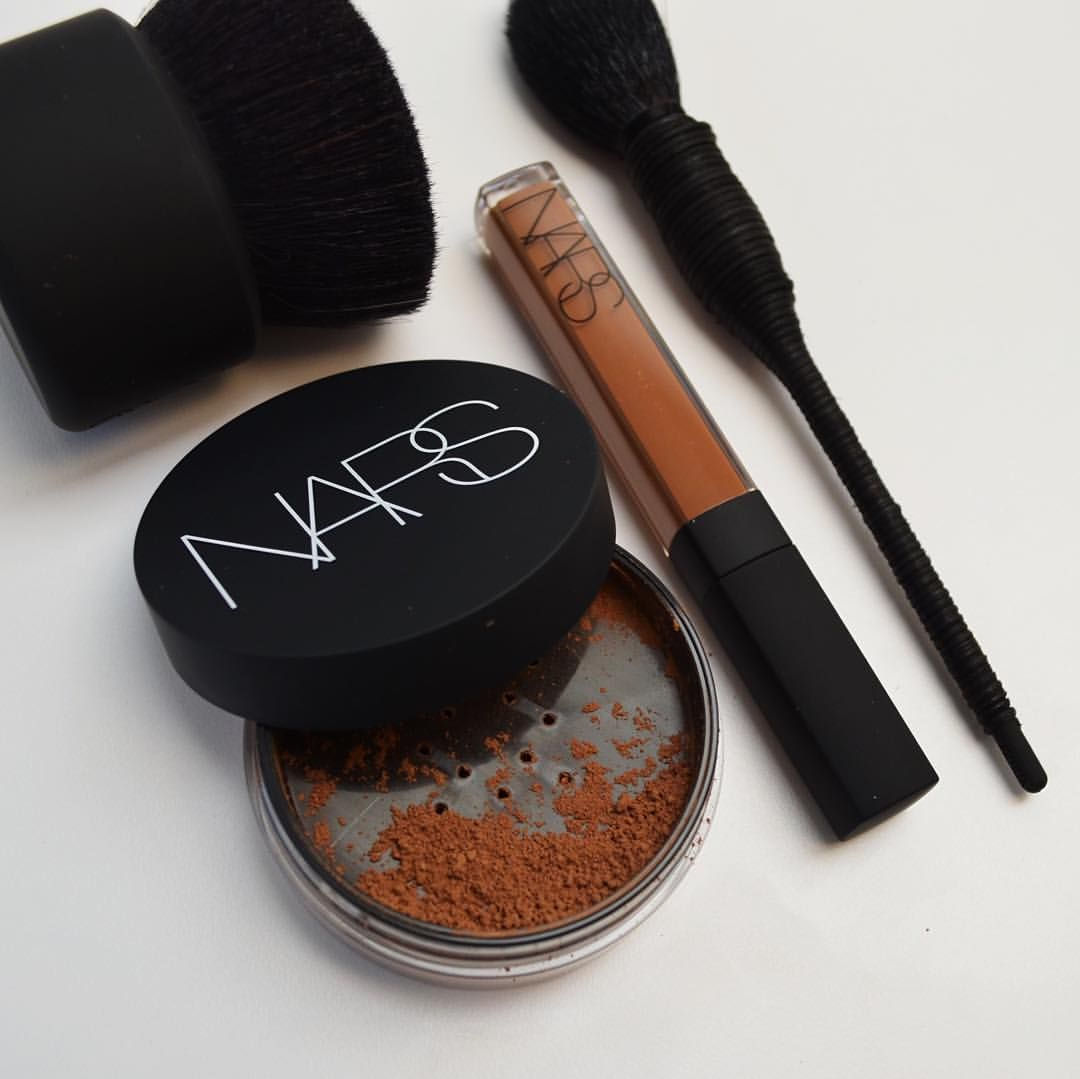 """""""Loose powder is an essential item - it helps keep foundation in place and sets a finished look."""" -François Nars (Shown: Botan Kabuki Brush, Soft Velvet Loose Powder in 'Heat', Radiant Creamy Concealer in 'Café', and Yachiyo Kabuki Brush.)"""