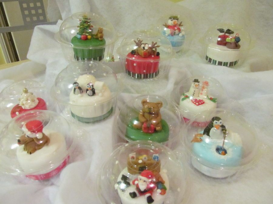 Christmas mini snow globe cakes
