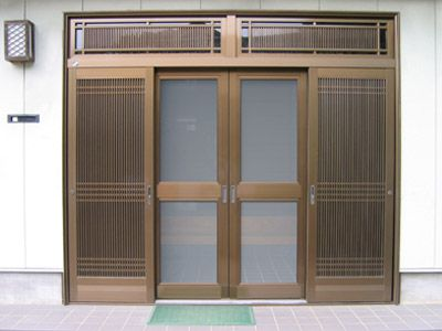 玄関網戸 株式会社 三協住建 ご利用されている玄関引戸にしっかりした