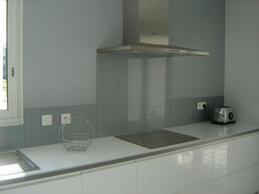 crdence de cuisine en verre laque sur mesure gris metal deco pinterest cuisine and decoration - Cuisine En Verre Blanc
