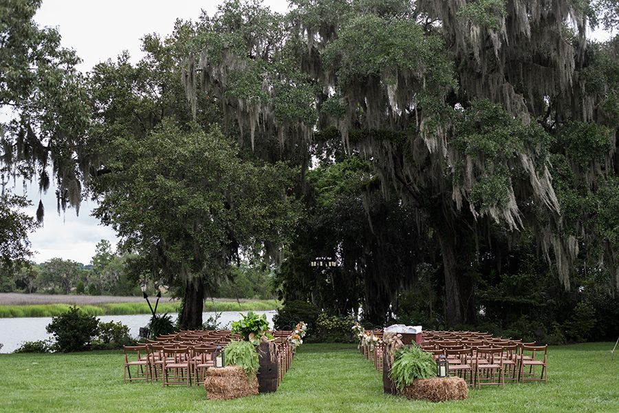 Romantic Charleston Wedding | Magnolia Plantation and Gardens | Anne Rhett Photography | Reverie Gallery Wedding Blog