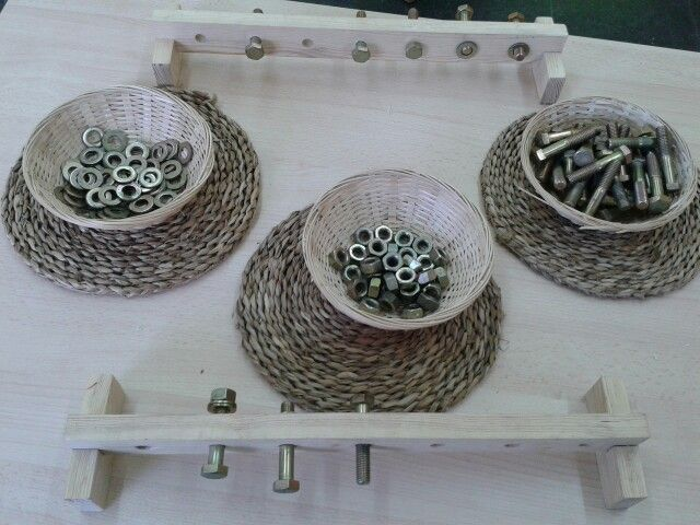 Motricitat fina. Reutilizar un llistó de fusta per fer el nostre propi material montessori.
