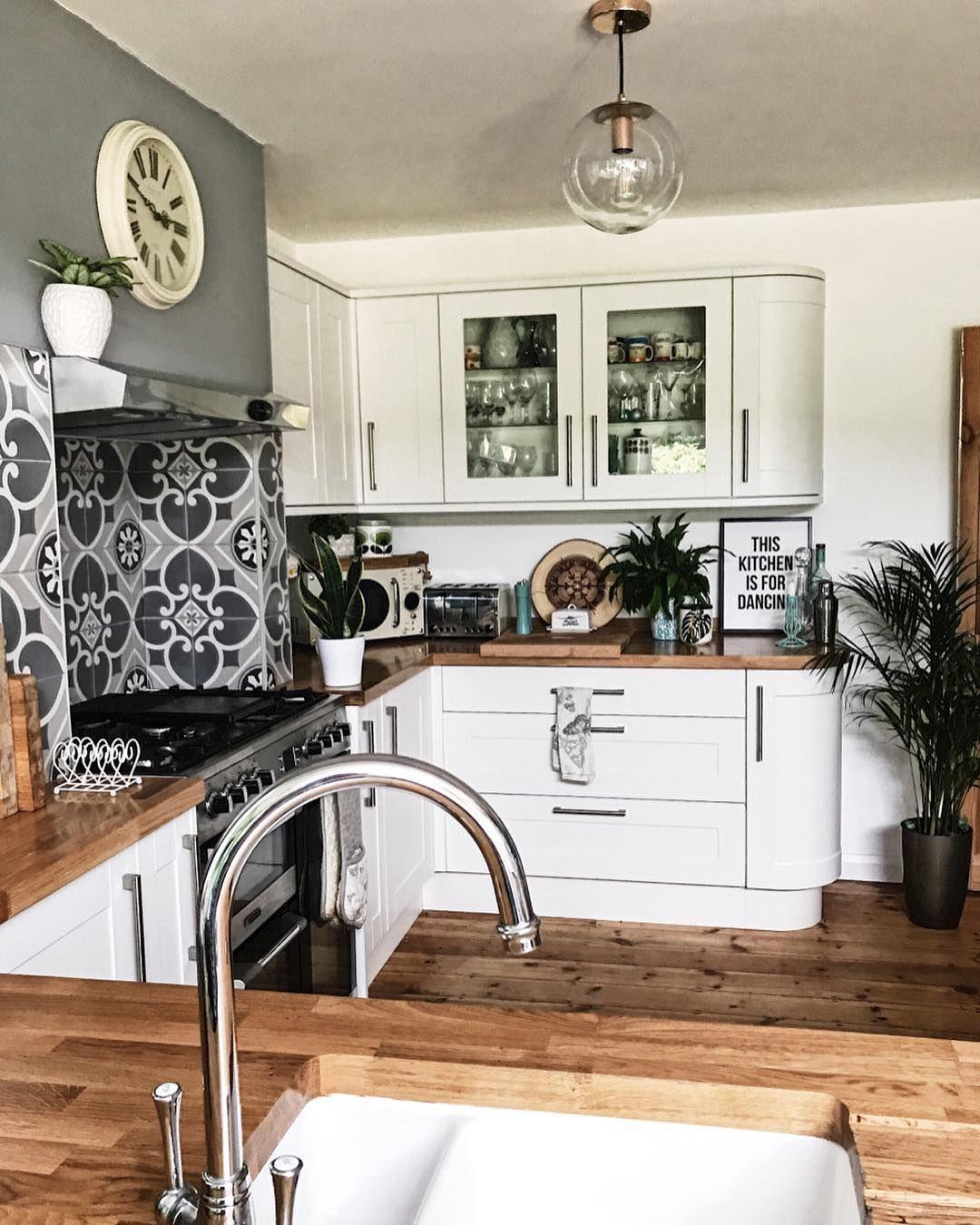 White Kitchen Oak Worktop: White Kitchen Units With Oak Worktops