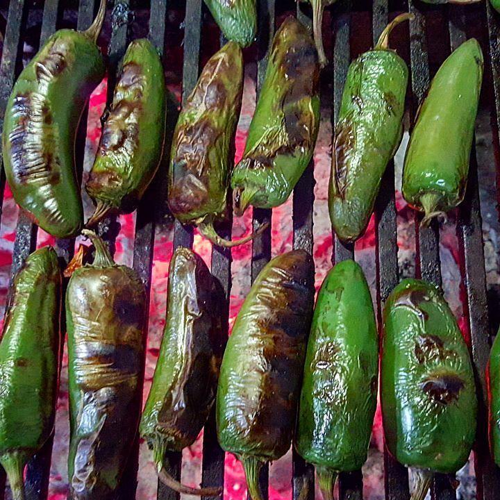 Miércoles #cena #autoclubvalle #amigossiempre comenzando #asando #chilesjalapeños #lumbre #grill #foodpics #foodstyle #foodie #realfood by weberfoods