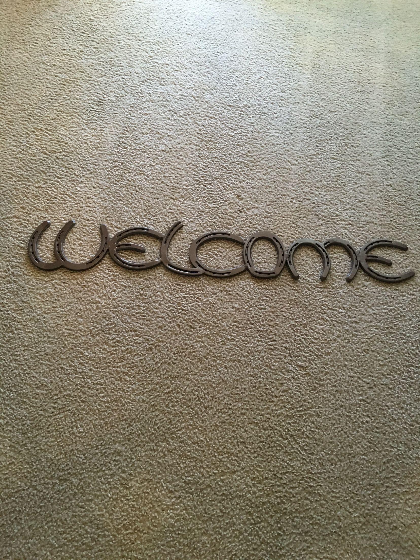 Custom horseshoe welcome sign DMRUSTIC.com