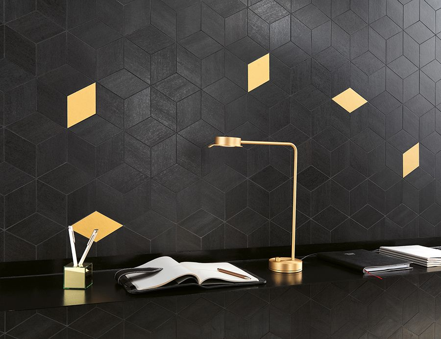 Porcelain tiles with a touch of metal and geometric patterns for the