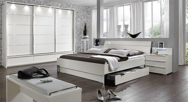 Komplett-Schlafzimmer in modernem Weiß. Tolle Möbel passend zu jeder ...