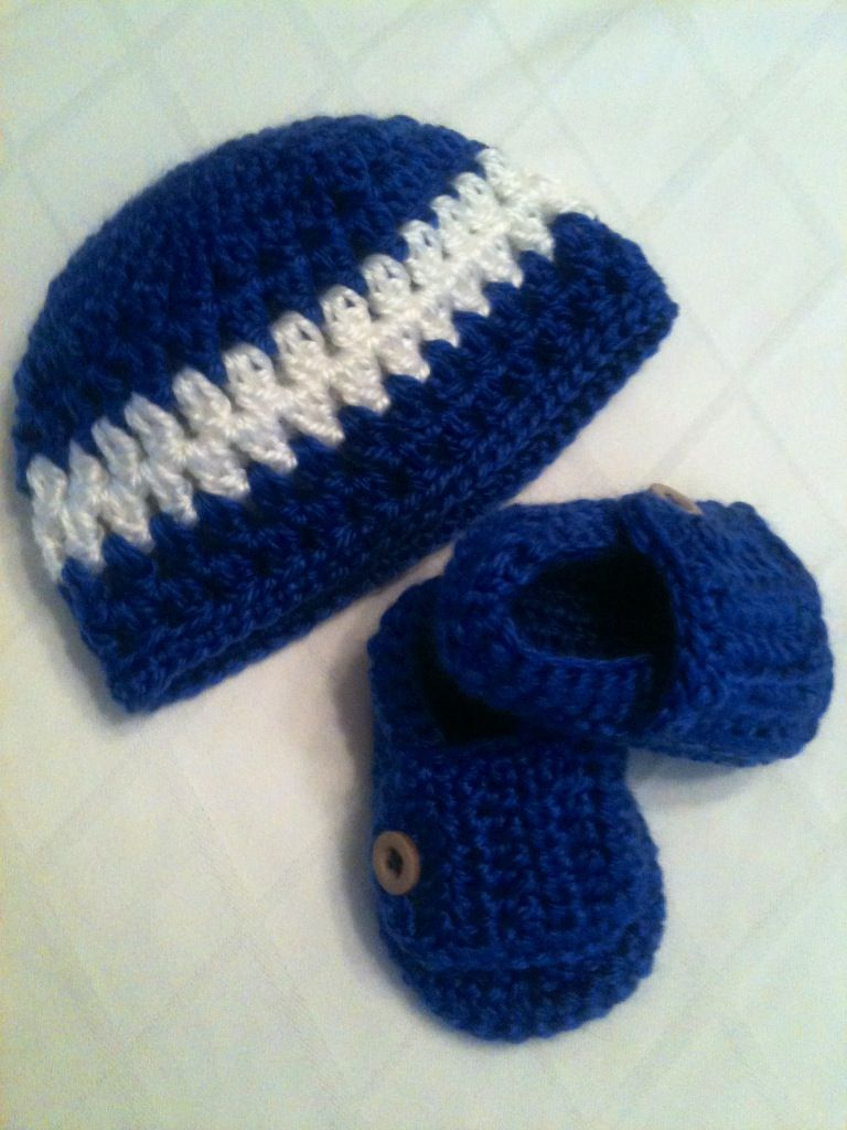 Crocheted newborn hat and booties