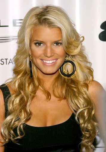 Jessica Simpson Hair Jessica Simpson With Long Hair Extensions Bitten And Bound Jessicasimpsonh In 2020 Jessica Simpson Hair Long Hair Styles Long Hair Extensions