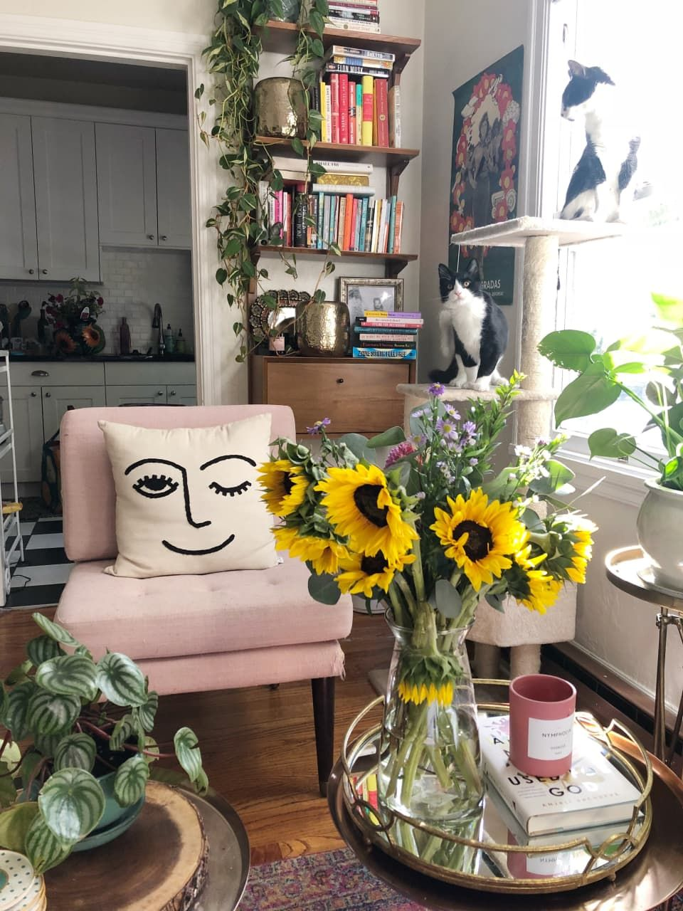 A 370-Square-Foot Studio Is Uncluttered Yet Cozy