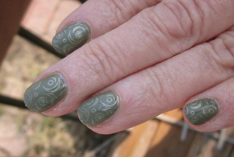 A beautiful matte green nail polish with a cool texture! Maybelline ...