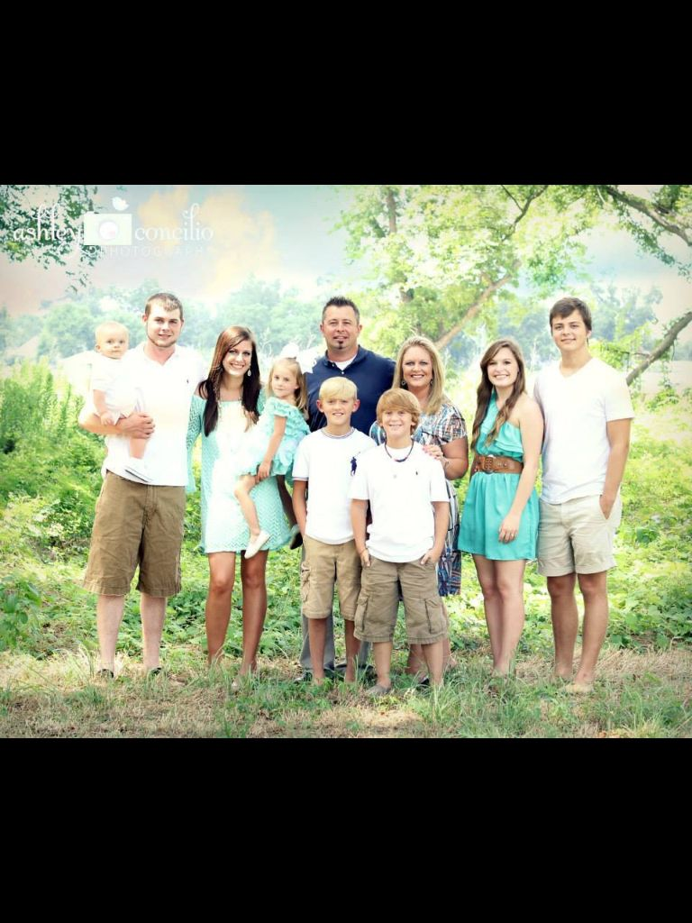 Family pictures what to wear Teal, white and khaki Coordinate but ...
