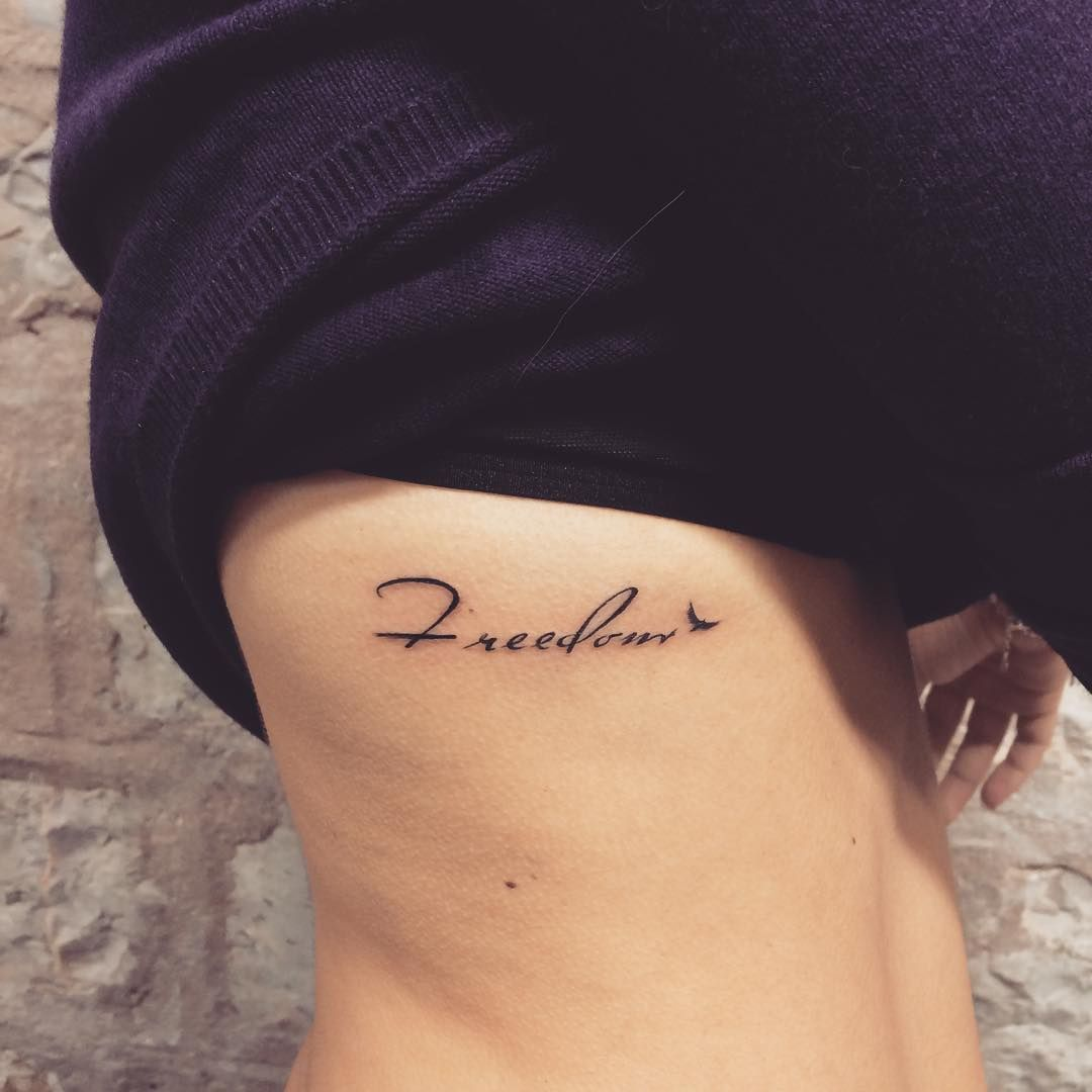 Tatuagens Na Costela letra pequena