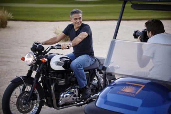 George Clooney shooting Omega. | Lovetime, blog montres et bijoux par Cresus