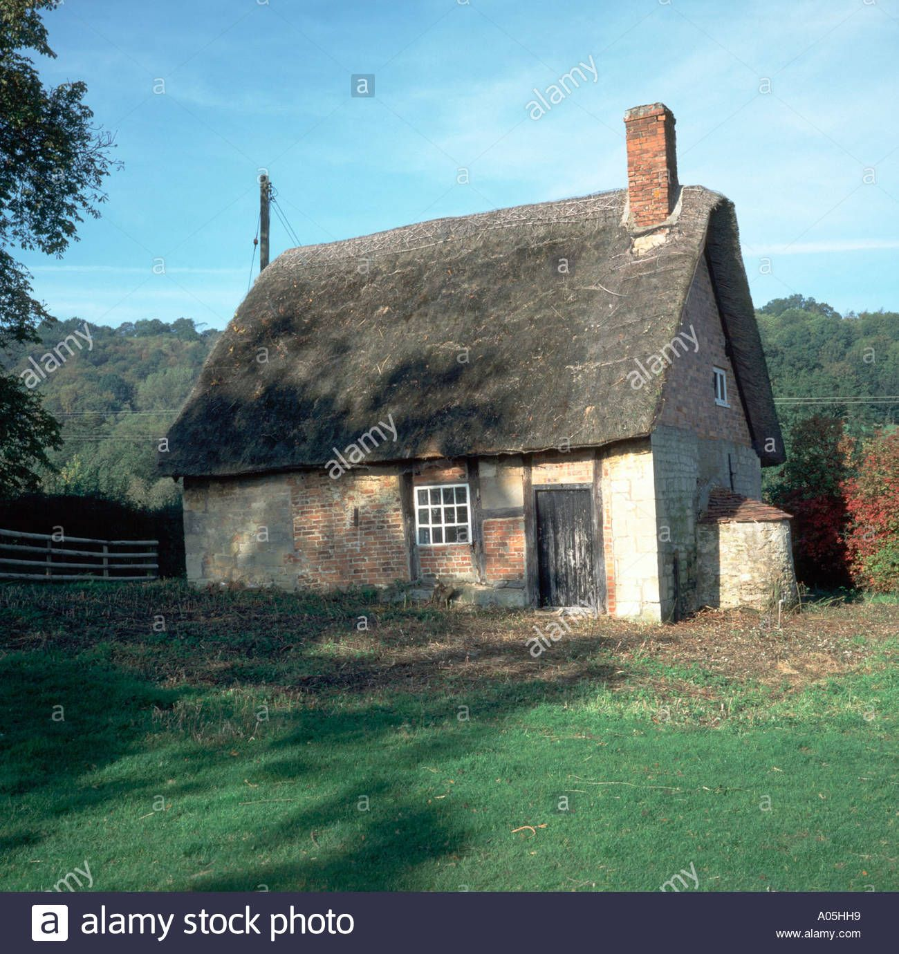 Small Run Down Old Thatched Cottage Stock Photo Thatched Cottage Old Cottage Cottage