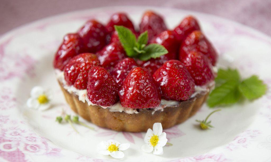 JORDBÆRTERTE: Hvorfor ikke bruke årets jordbær til å lage en herlig jordbærterte til familie og venner?