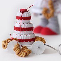 Ням .... Любителям булочек, баранок и крендельков посвящается..... Девочки, помним, скоро лето)))) очень скоро😉 #кукла #текстильнаяигрушка #текстильнаякукла #куклаизткани #интерьернаякукла #повар #поваренок #пекарь #куклакондитер #шьюкукол #творческаямама #длядевочки #подарок #весна2018 #весенняяколлекция #milahandycrafts #handmadedoll #interiordoll #sewing #baker #cooker