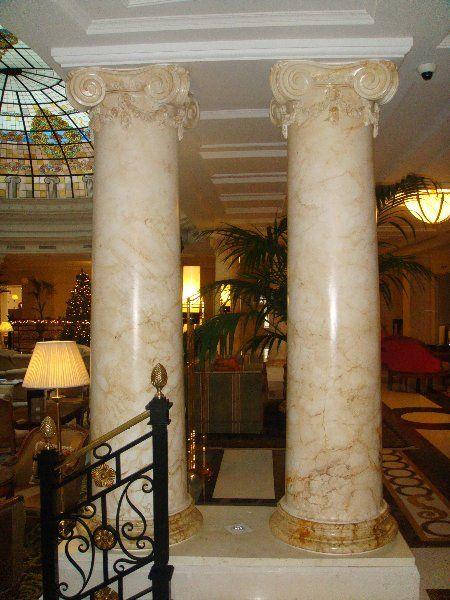 Imitaci n de m rmol en columnas del hotel hilton de toledo - Columna de marmol ...