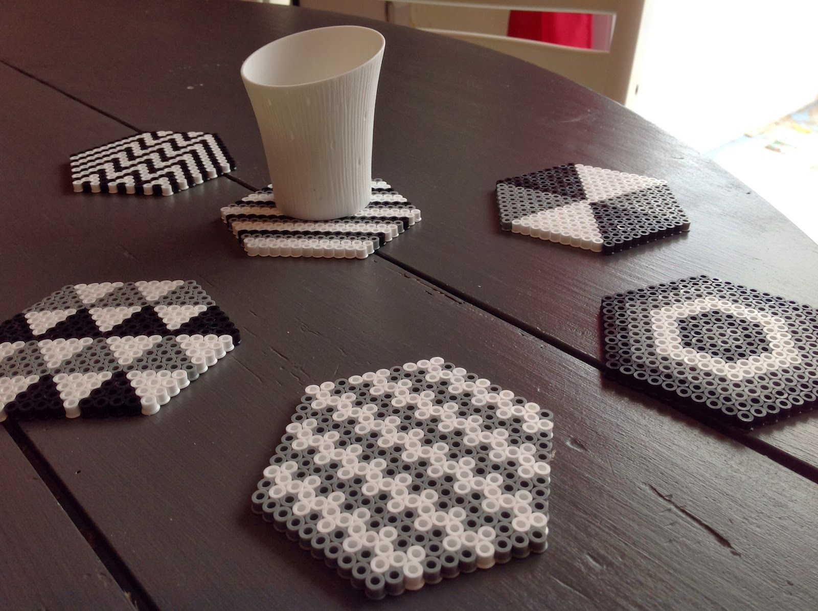 blog parenthese creative ln diy dessous de verre perles hama perler bead projects pinterest. Black Bedroom Furniture Sets. Home Design Ideas