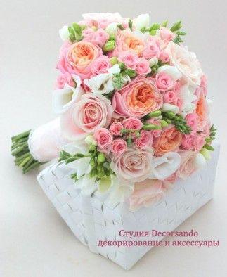Букет невесты в розовом цвете с пионовидной розой и фрезиями | Decorsando.ru Peach and pink bridal bouquet