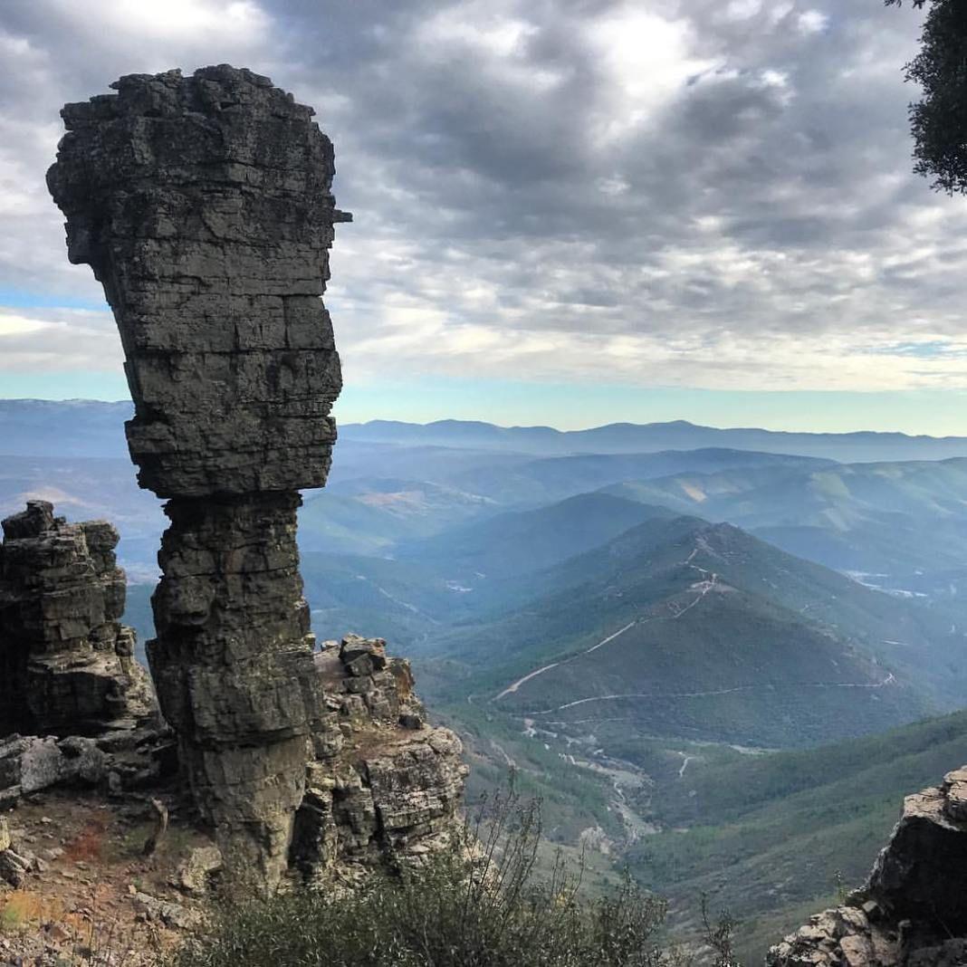 Parque Natural De Las Batuecas Sierra De Francia Mucha Montaña Parques Naturales Viajar Por España Parques Nacionales De España