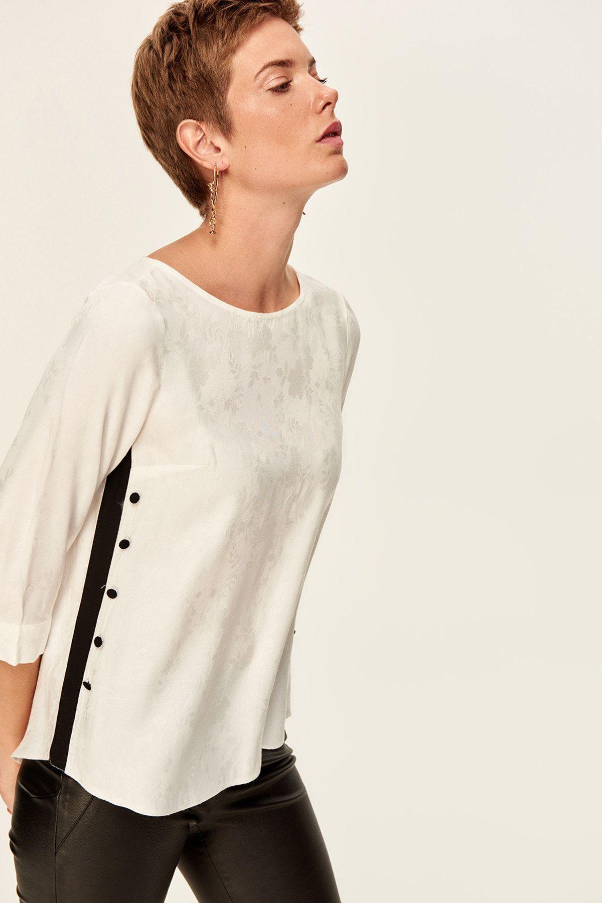 Beyaz Dugme Detayli Bluz Tofaw19bb0239 Trendyolmilla Trendyol Moda Stilleri Bluz Couture