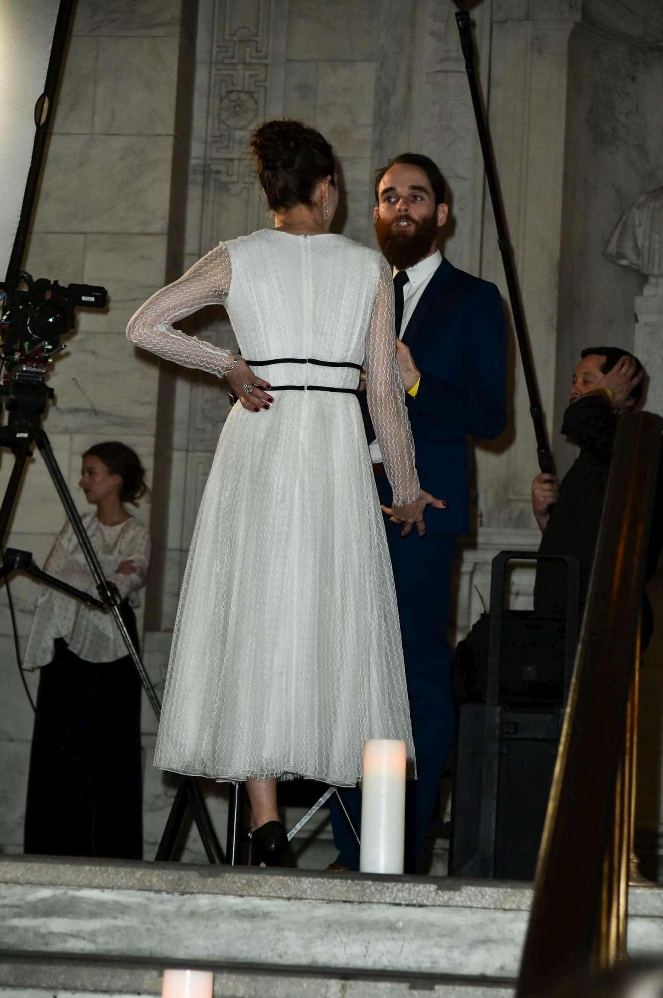 Charlotte Casiraghi, fuga d amore a New York... in abito bianco