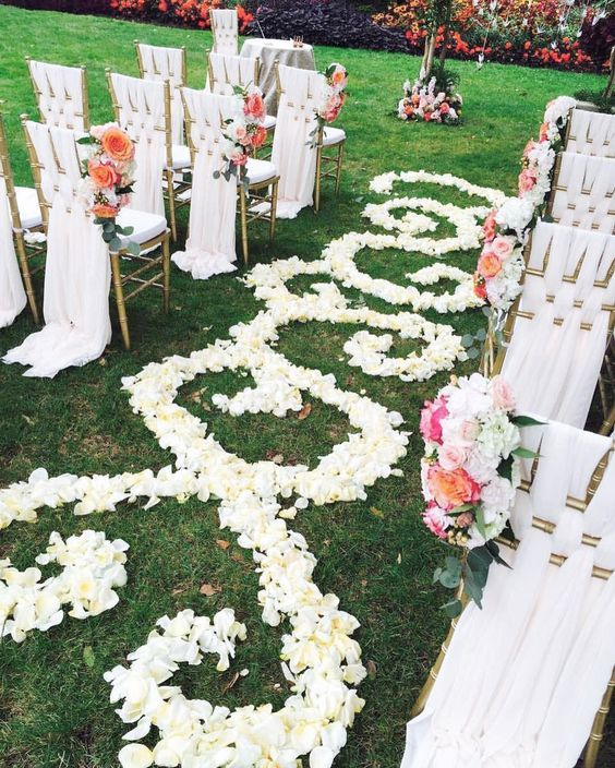 Unique Outdoor Wedding Ceremony Ideas: Outdoor White Wedding Ceremony