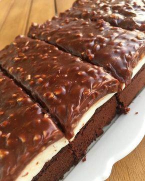 Malzemeler; Çikolata sos için; 125 gr sıvı kremagı kaynatma noktasına getirin. 150 gr sütlü ve bitter karışık çikolatayı ekleyip karıştırın. #kuchenkekse
