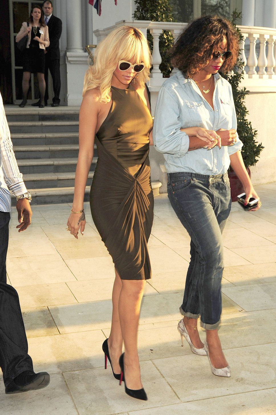 Rihanna Olive Green Dress Google Search Olive Green Dresses Fashion Rihanna Blonde [ 1455 x 968 Pixel ]