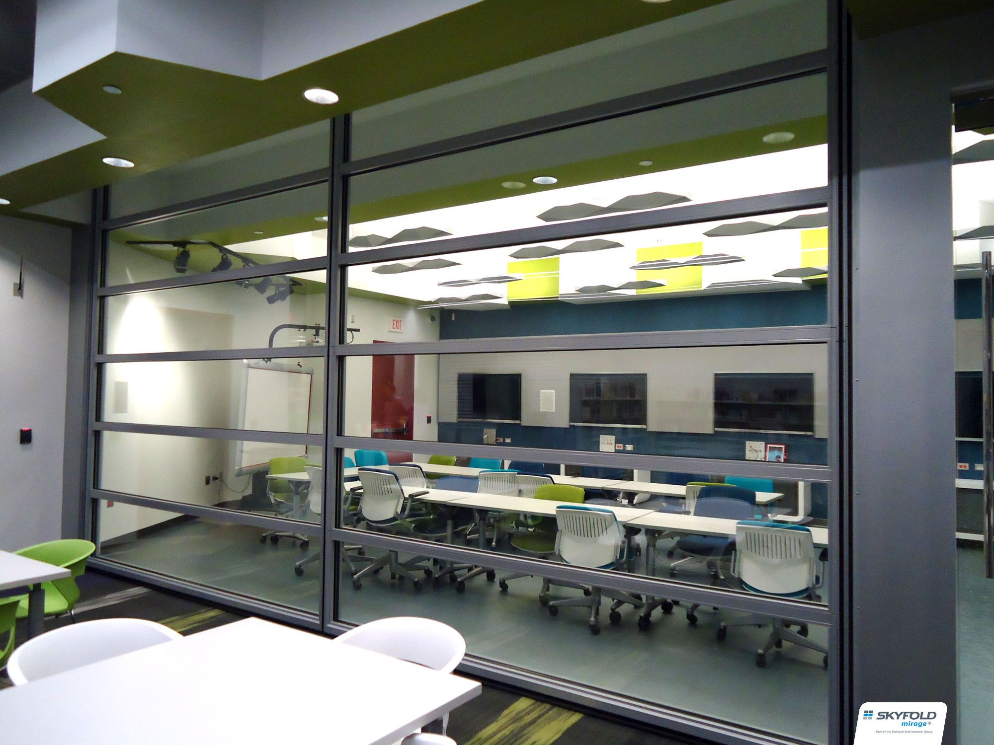 Schaumburg Library used a Skyfold partition to create a flexible meeting space