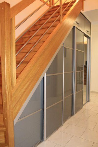placard sous escalier gris entry way bench pinterest. Black Bedroom Furniture Sets. Home Design Ideas