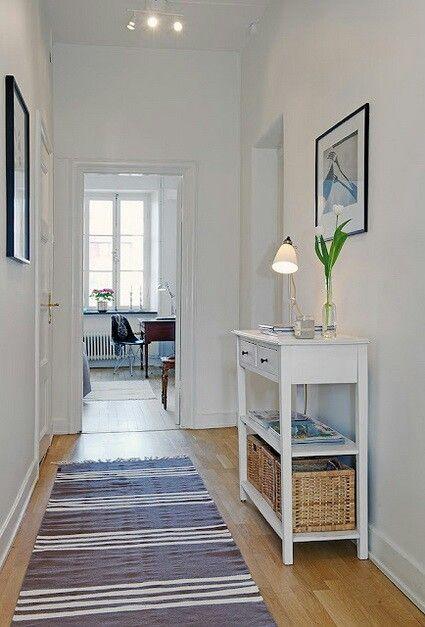 Recibidor recibidor diy entryway table hallway - Decorar pasillos con cuadros ...