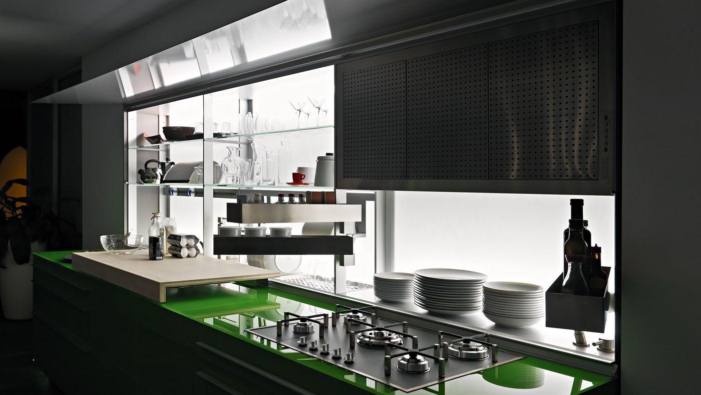 Cucina artematica virtrum di valcucine color verde prato for Nadalini arredamenti