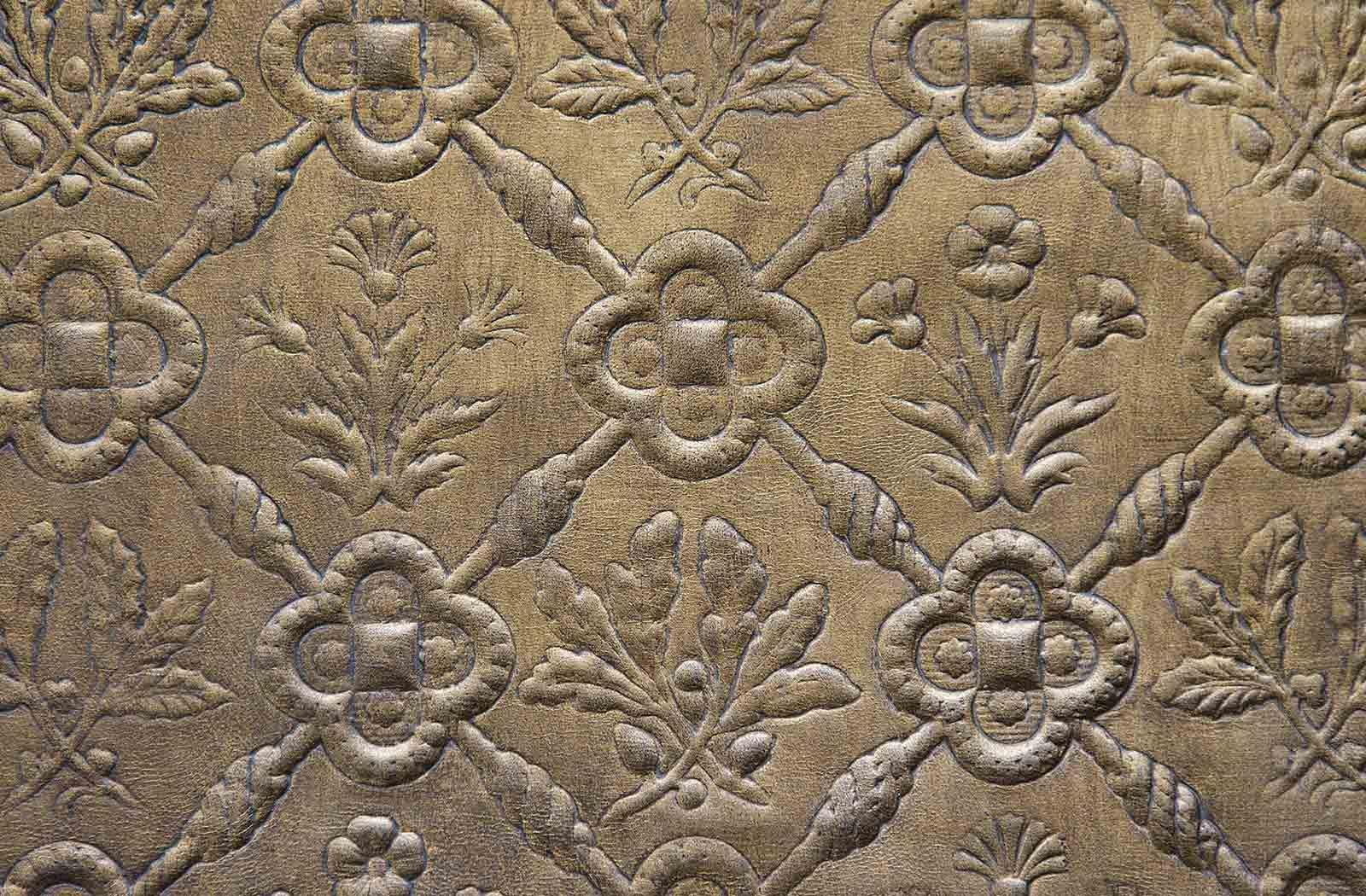 Motif classique estampé sur cuir par Meriguet Carrère