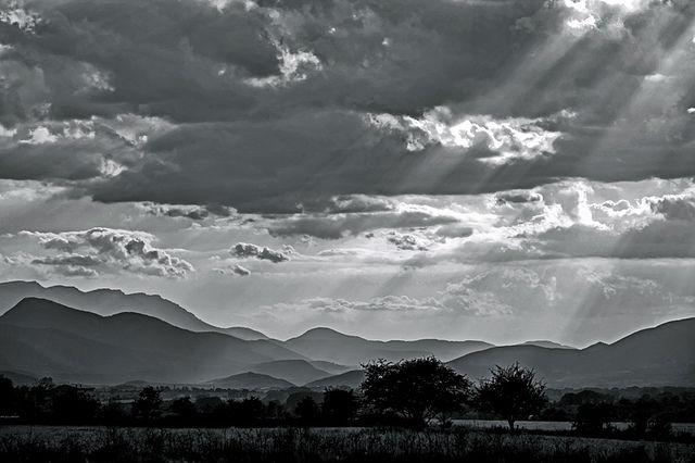 Sovint és quan el sol declina que el mires. by Fotourbana, via Flickr