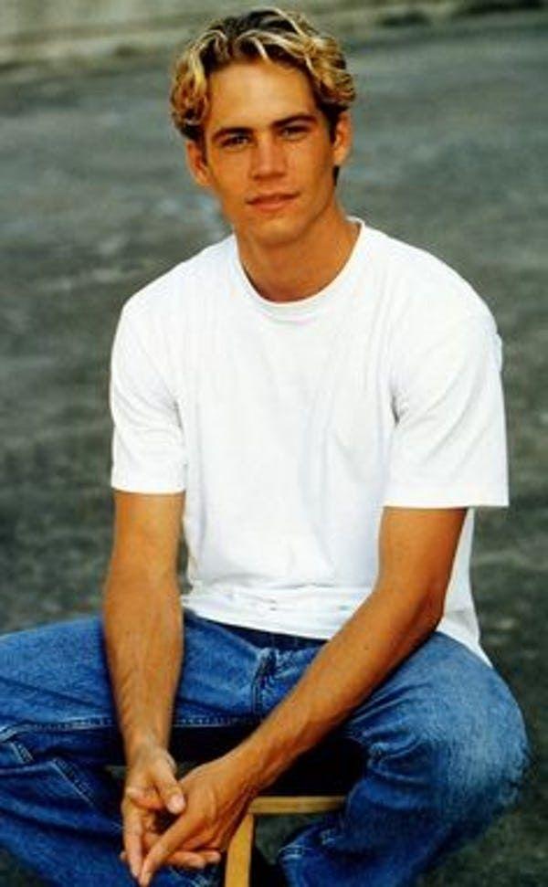 Photo of Der junge Paul Walker in Weiß T-S … ist auf der Liste 27 aufgeführt (oder eingestuft) 27 Bild …