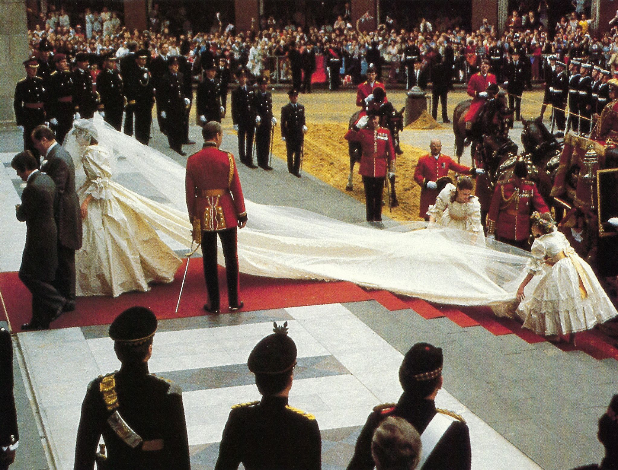 Princess Diana Memorabilia Her Attendants Straighten The 25 Foot Train On Lady Diana S Wedding Grown As She Prepares To Enter St Paul S Cathedral July 29 1 Diana Wedding Princess Diana Princess Diana And Charles [ 1558 x 2047 Pixel ]
