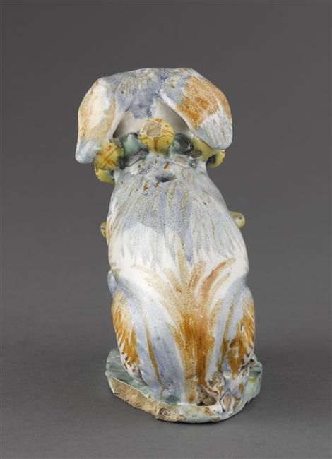 Musée d'Ecouen - Salière en forme de chien ECL7580. DERUTA.