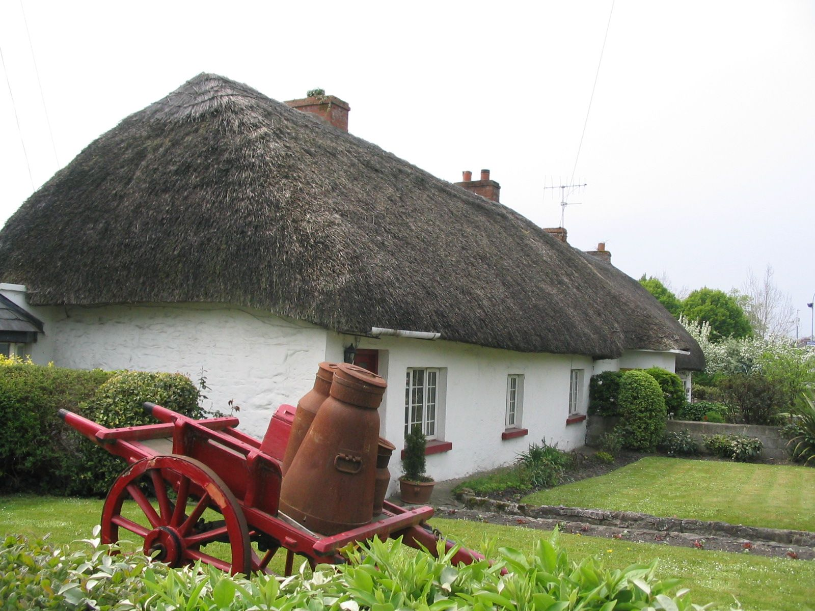 Thatched roof cottage in adare ireland cottages in for Adare house