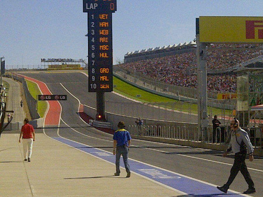 Muchísima gente en la curva 1 ... emoción al límite en Austin, Texas, para el Gran Premio de los Estados Unidos