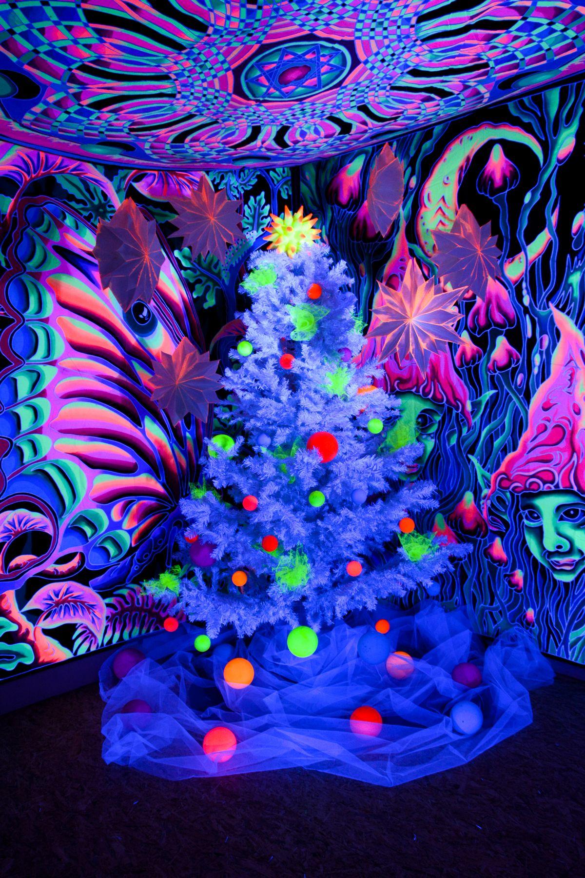 schwarzlicht weihnachtsbaum blacklight schwarzlicht christmas tree schwarzlicht licht