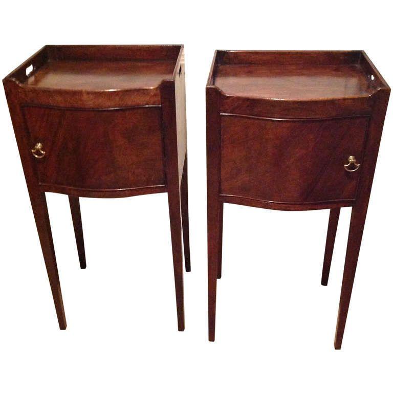 Pair Of Hepplewhite Bedside Tables 1stdibs Com Vintage