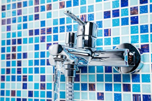 carrelage-en-mosaique-bleu-turquoise-nuance-couleur salle de bains