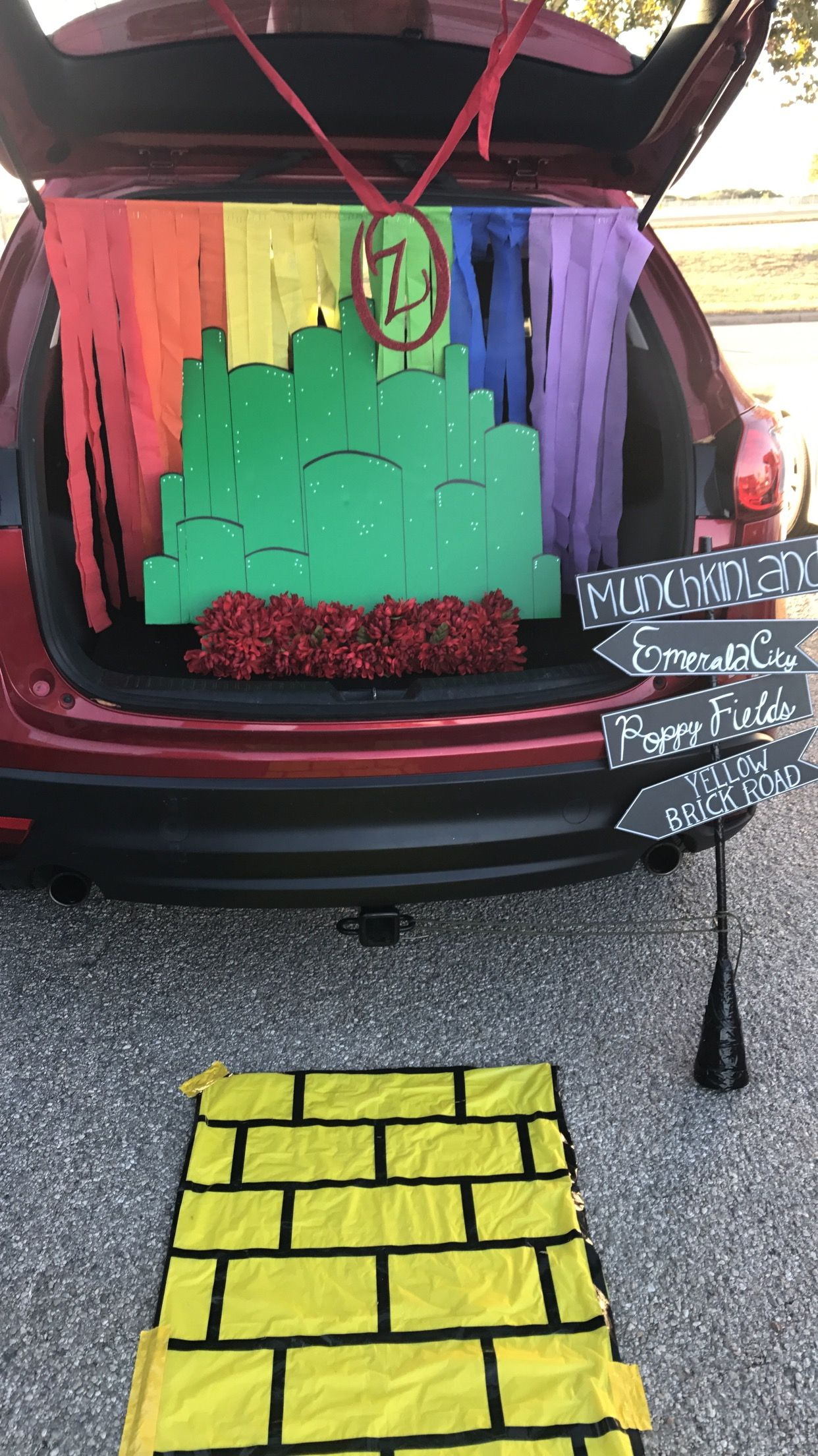 Wizard Of Oz Trunk or Treat Halloween Halloween Pinterest - Wizard Of Oz Halloween Decorations