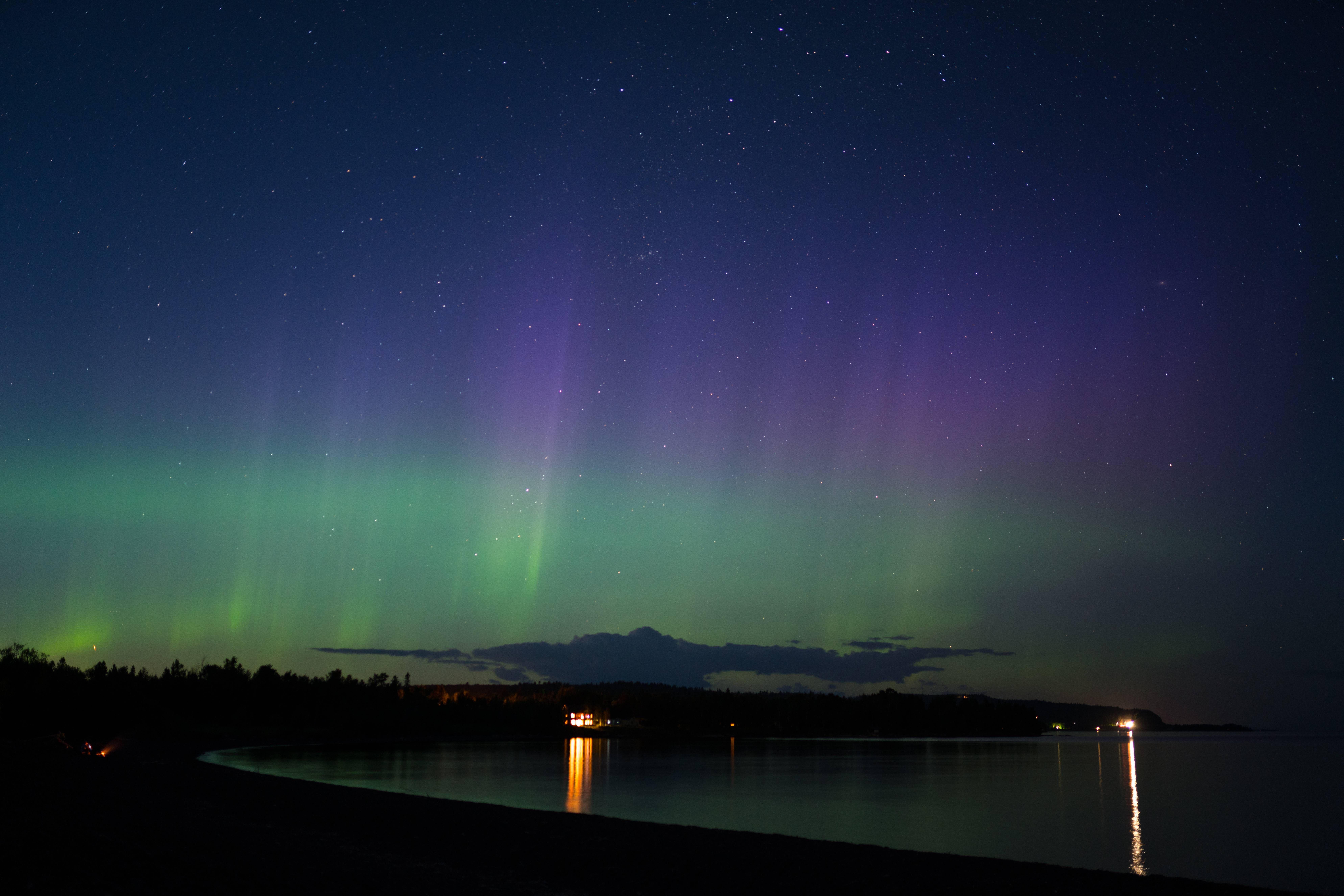 aurora borealis on lake superior minnesota 7952x5304 oc