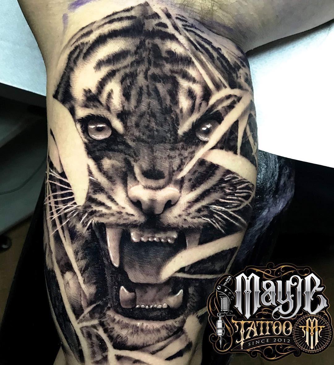 Último Tigre del año 😊 🐯  @blackscorpionink  @bluebirdneedles  @nuclearwhiteink  @blueicetattoocream  #mayjetattoo #tigre #tiger #tigretattoo #tattoo #ink #tatuaje #realistictattoo #realismotattoo #tigretattoo #blackandwhite #bcntattoo #barcelonatattoo #tattoos #terrassatattoo